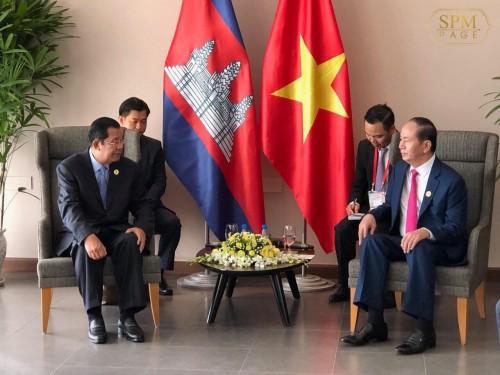 In the morning of 11 November 2017, Samdech Techo Hun Sen holds a meeting with Vietnames President H.E. Tran Dai Quang, in Da Nang, Vietnam.