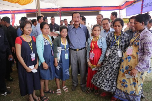 In the morning of 07 March 2018, Samdech Techo Hun Sen holds a get-together with 13,971 workers and employees from 11 factories in Takhmao, Kandal province.