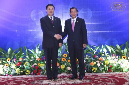 In the evening of 04 April 2018 amdech Techo Hun Sen holds a talk with H.E E Jingping, Minister of Water Resources of PRC, at Sokha Hotel in Siem Reap.
