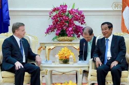 In the morning of 17 May 2018, Samdech Techo Hun Sen receivesat the Peace Palace outgoing British Ambassador H.E. William Longhurs for a farewell meeting.