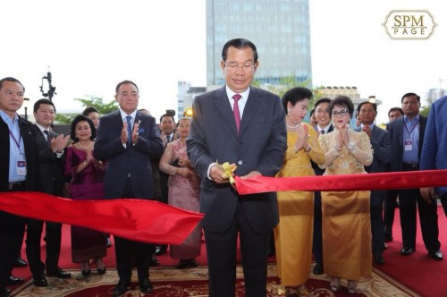 In the evening of 26 May 2018, Samdech Techo Hun Sen and Samdech Kittipritbandit Bun Rany Hun Sen preside over the inauguration of the Vattanac Capital Tower in Khan Daun Penh, Phnom Penh.