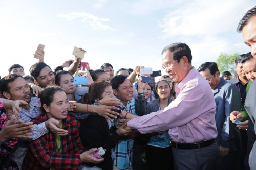 In the morning of 20 June 2018, Samdech Techo Hun Sen holds a gathering with 17,767 wokers and employees of 13 factories in Takeo province.
