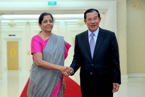 In the afternoon of 11 June 2018, Samdech Techo Hun Sen receives visiting Minister of Defence of the Republic of India H.E. Ms. Shrimati Nirmala Sitharaman for a talk at the Peace Palace.