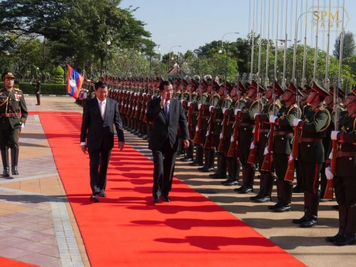 In the morning of 5 December 2018, Samdech Techo Hun Sen arrives in Vientiane, Lao PDR for his official visit to the nation and is warmly welcomed by Laos counterpart H.E. Dr. Thongloun Sisoulith.