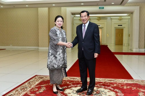 In the morning of 14 February 2019, Samdech Techo Hun Sen holds talks with visiting H.E. Mrs. Paun Maharani, the Coordinating Minister for Human Development and Cultural Affairs of Indonesia at the Peace Palace in Phnom Penh.