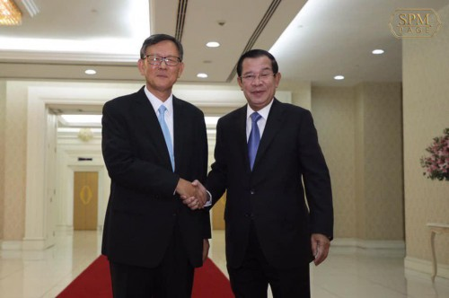 At the Peace Palace, in the morning of 21 August 2019, Samdech Techo Hun Sen holds a talk with H.E. Oh Bak-young, Ambassador of the Republic of Korea to the Kingdom of Cambodia, who bids his farewell after finishing his term in Cambodia.