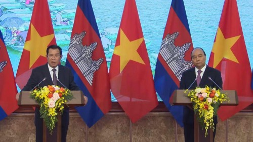 In the morning of 4 October 2019. Samdech Techo Hun Sen and his Vietnam's counterpart H.E. Nguyen Xuan Phuc co-preside over the press conference of the joint statements on the results of the official visit.