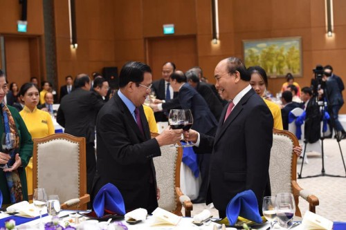 In the evening of 4 October 2019, Samdech Techo Hun Sen joins the gala dinner organized by H.E. Nguyen Xuan Phuc, Vietnamese Prime Minister.