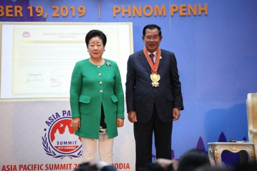 """In the morning of 19 November 2019, Samdech Techo Hun Sen is awarded with the """"Leadership and Good Governance Award"""" by Dr. Hak Ja Ha Moon, the co-founder of the Global Peace Federation."""