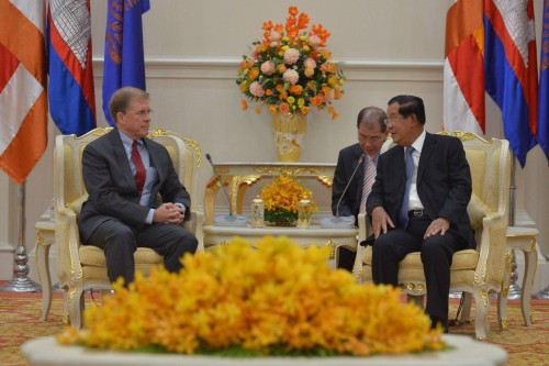 In the afternoon of 21 November 2019, Samdech Techo Hun Sen holds a talk with H.E. W.Patrick Murphy, US Ambassador to the Kingdom of Cambodia, at the Peace Palace, in Phnom Penh.