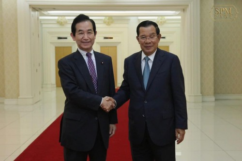 In the morning of 16 January 2020, Samdech Techo Hun Sen holds a meeting with H.E. Yamamoto Kozo, member of the House Representatives of Japan, at the Peace Palace.
