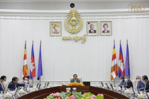 In the morning of 9 October 2020, Samdech Techo Hun Sen chairs the plenary Cabinet meeting, at the Peace Palace.